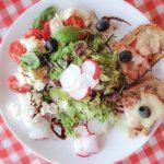 Sommersalat mit Holzhacker Toast